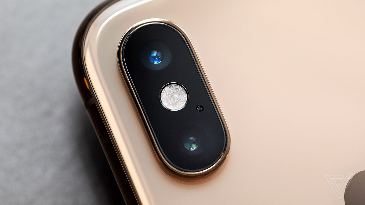closeup of iphone xs camera